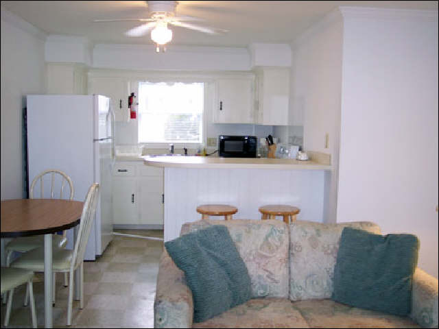 Butterfish Cove Apartments Living Room